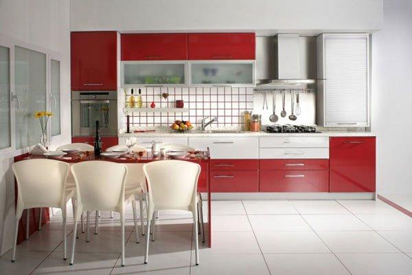 Mutfak Dolabında Kırmızı